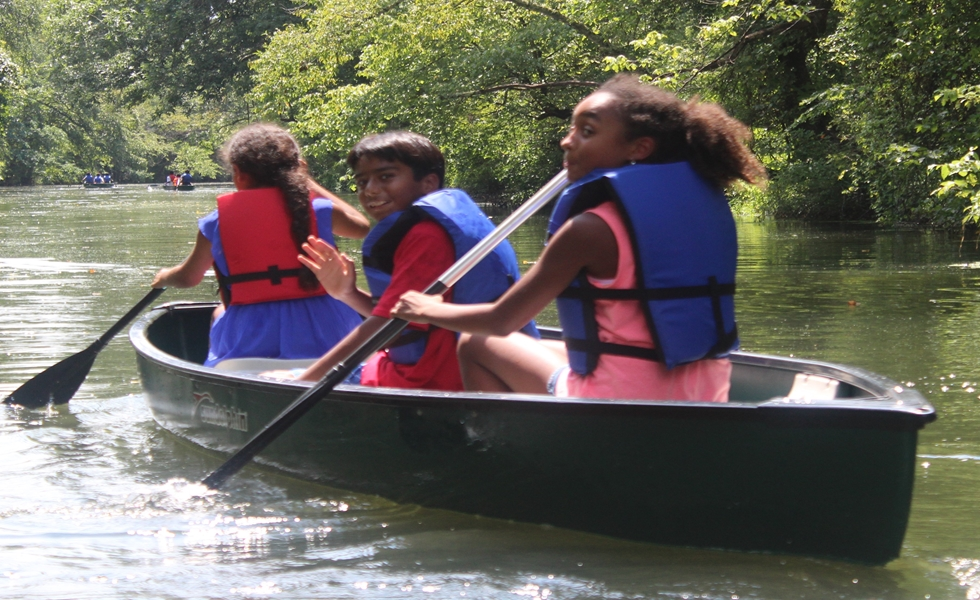 Cedarbrook Day Camp canoeing